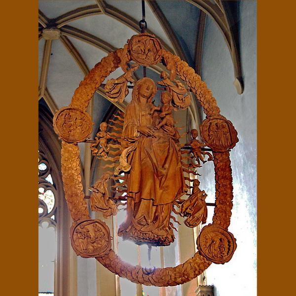 """Tillmann Riemenschneider: Madonna im Rosenkranz, 1524, Volkach, Wallfahrtskirche """"Maria im Weingarten"""" (Bildquelle: Wikipedia)"""